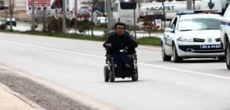 Engellilere Dikkat Çekmek İçin Engel Olmadığını Gösterdi