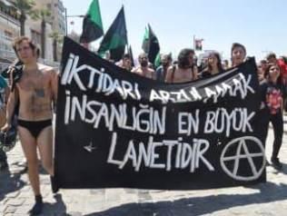 İzmirli anarşistler açıklama yaptı