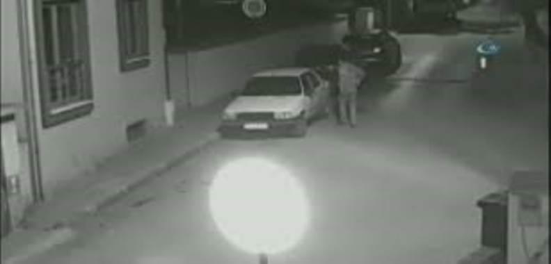 Oto Hırsızı Kameraya Yakalandı