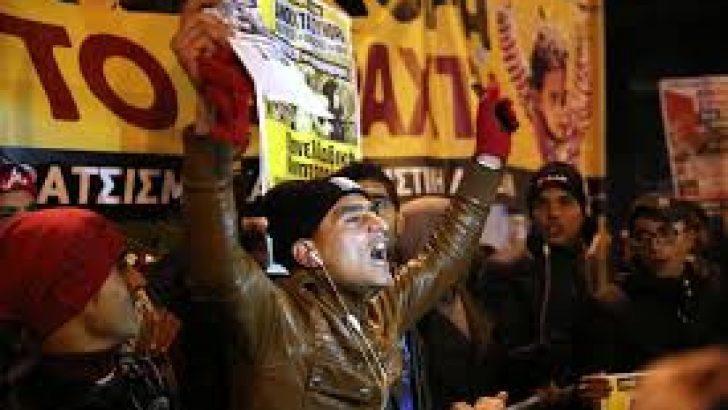 Yunanistan'da İşçiler Gösteri Düzenledi