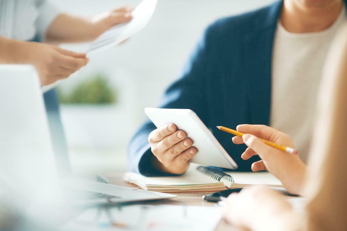 Banka Gişe Görevlisi: Sınav Süreci, Görevleri ve Maaşı