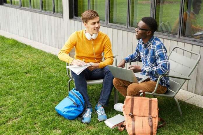 Yurtdışında Eğitim Almanın Pozitif ve Negatif Yönleri!